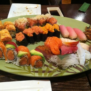 Sushi Palace - Note the pile of sashimi - Edison, NJ, Vereinigte Staaten
