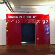 Eingang zu Dialog im Dunkeln
