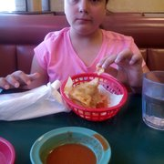 Mis Burritos - North Hollywood, CA, États-Unis. Hard Tacos for the little one !