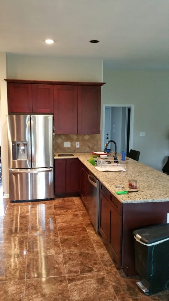 Avery ranch kitchen mocha shaker cabinets with santa for Kitchen remodeling round rock