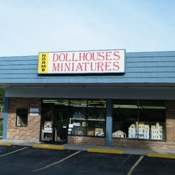 Norms Dollhouse logo