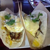 Salty Sow - pork tacos, with grits,cheese sauce and a friend egg! so good. - Scottsdale, AZ, Vereinigte Staaten