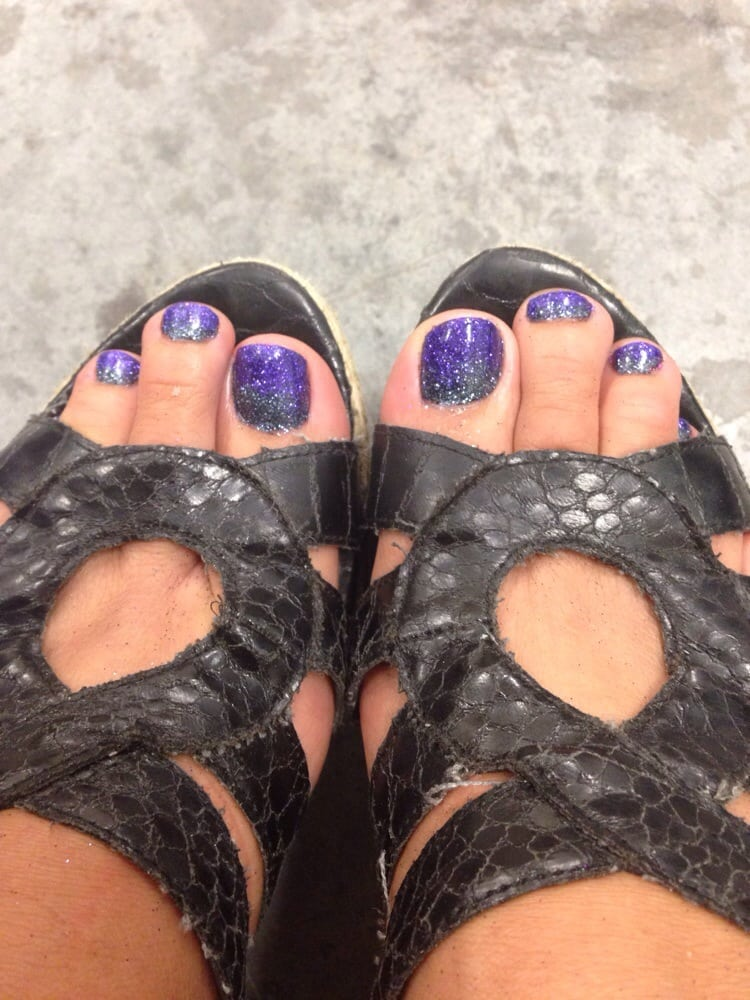 Glitter Toes How to do Polished Nail Lounge Love my Ombr Glitter Toes She Did Them Exactly How