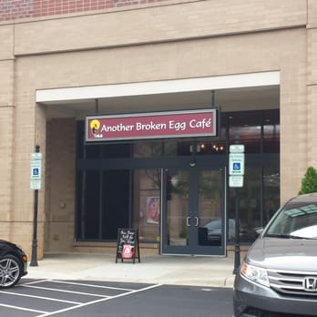 Another Broken Egg Cafe - Entrance to Another Broken Egg - Charlotte, NC, Vereinigte Staaten