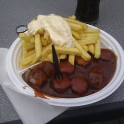 Currywurst, Pommes, Mayo & Cola - 4,60€. Top.