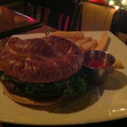 Union Jack's - Burger, medium on pretzel roll w/fries. - Arlington, VA, Vereinigte Staaten