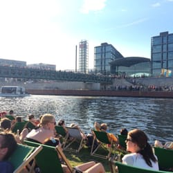 Blick auf den Hauptbahnhof Berlin zum…