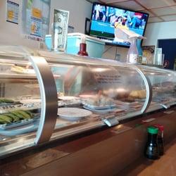 California Roll - San Mateo, CA, États-Unis. Epic sushi conveyer belt
