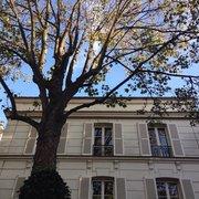 Hôtel Particulier Montmartre - Paris, France. Nature et ciel bleu