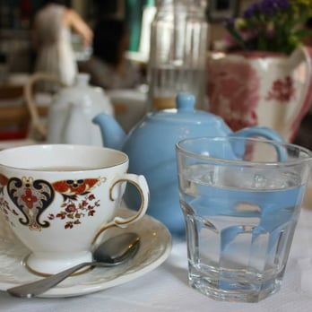 Super cute cups and teapots