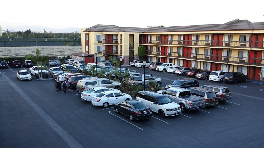 Anaheim, CA Hotel - Best Western Raffles Inn and Suites