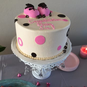 cake for my baby sis and for her baby shower the writing on this cake