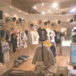 Online Hip Hop Clothing Stores: Stores Attraction, Hop Clothing, Hip Hop, Clothing