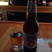 The Wreck Room - San Francisco, CA, États-Unis. Beer and a shot special