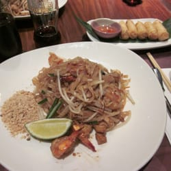 Pad thai with spring rolls
