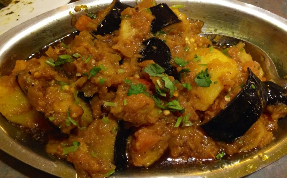 how to cook aloo baingan in hindi