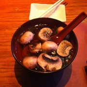 Sushi King - Delicious clear soup with mushrooms and scallions! - East Windsor, NJ, Vereinigte Staaten