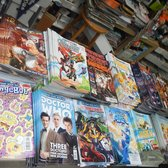 Alameda Sports Cards & Comics - Alameda, CA, États-Unis. Array of free comics available to choose from. Three per person, please.