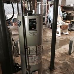 Kendrick Plumbing - Marietta, GA, États-Unis. 40 gallon Bradford White water heater installed by Kendrick Plumbing after old one flooded basement.
