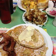 The Dor-Stop Restaurant - Banana walnut pancakes - Pittsburgh, PA, Vereinigte Staaten