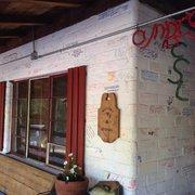 Cyndi's Snowline Lodge - Dunlap, CA, États-Unis. Lots of character!
