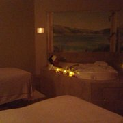 Robert Andrew - The Salon & Spa - Venetian Suite-soak, couples massage and candle lit lunch with rose petals all over the room. Super romantic - Gambrills, MD, Vereinigte Staaten