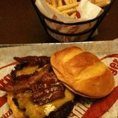 Smashburger - BBQ Bacon & Cheese Burger w/ smashfries - La Jolla, CA, Vereinigte Staaten