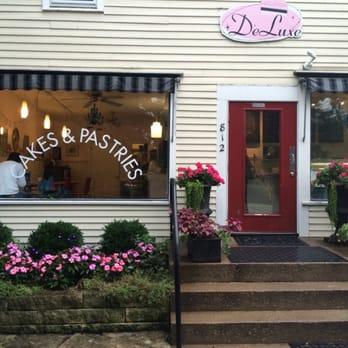 Deluxe Cakes Pastries Iowa City Ia