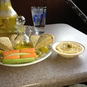 Nara Cafe & Hookah Lounge - The worst hummus I've ever had - Saint Louis, MO, Vereinigte Staaten