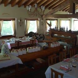 Le moulin des aravis la salle manger qui surplombe le for Salle a manger yelp