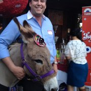 La Noche de Yelp Elite Event at Aunt Chilada's - Phoenix, AZ, États-Unis. Mini coronas from a mini donkey!