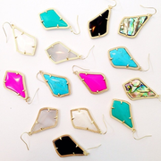 Kendra Scott - Houston, TX, États-Unis. Alex Earrings in vibrant colors.