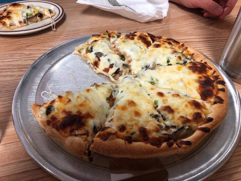 Buzzard's Pizza: 708 Topeka Ave, Lyndon, KS