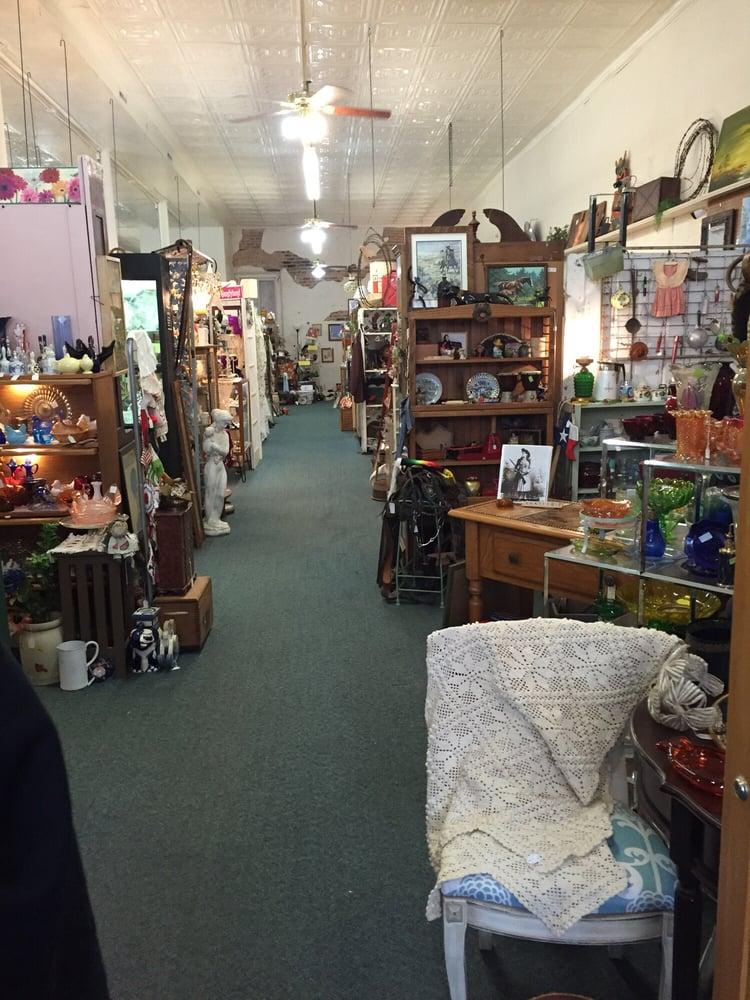 Village Antiques & Uniques: 321 N Main St, Bonham, TX
