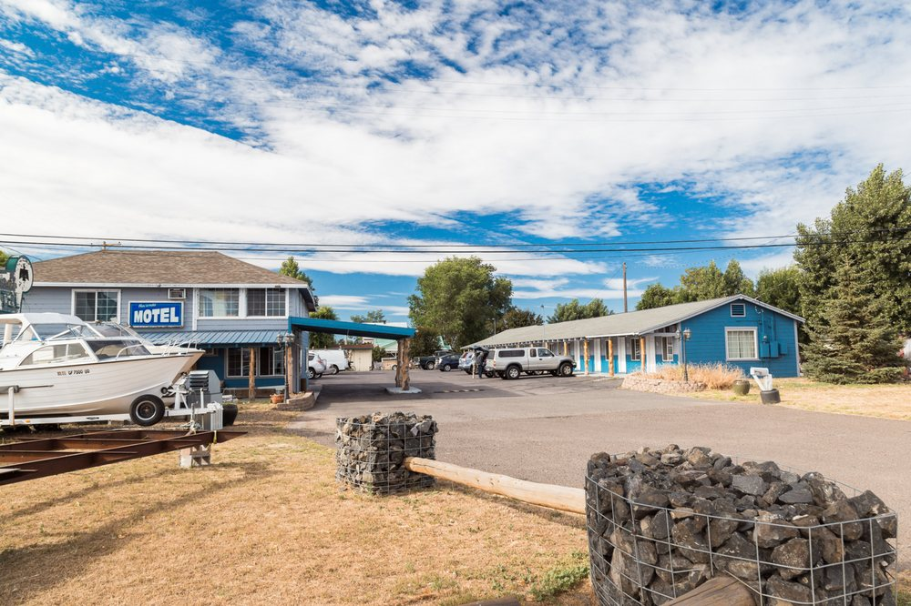 Hacienda Motel: 201 E 12th St, Alturas, CA