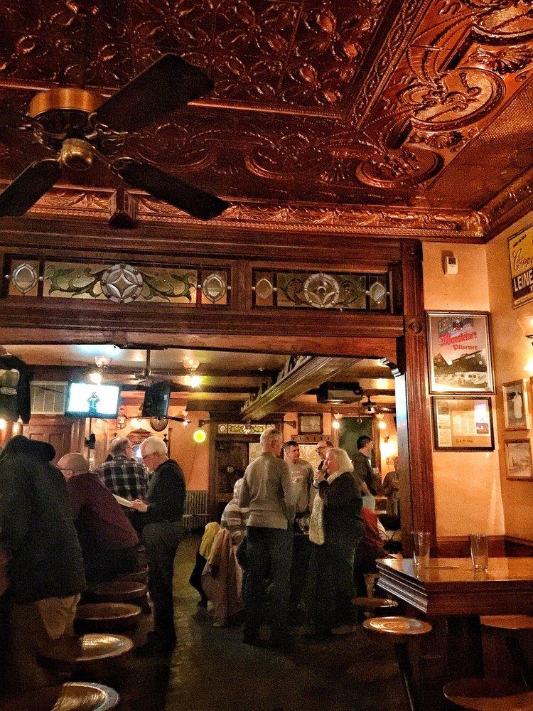 Landmark 1850 Inn: 5905 S Howell Ave, Milwaukee, WI