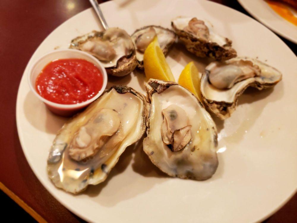 Fish & Slips Marina Raw Bar & Grill: 10 Crawford Pkwy, Portsmouth, VA