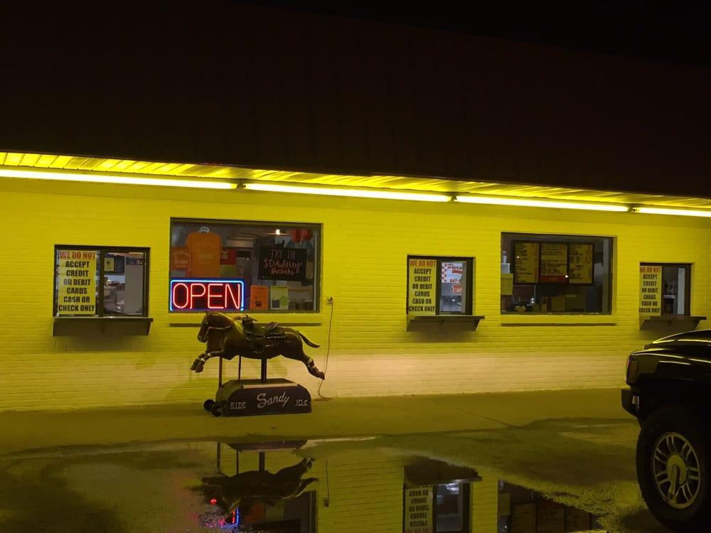 Parsons Dairy Bar: 190 W Main St, Parsons, TN