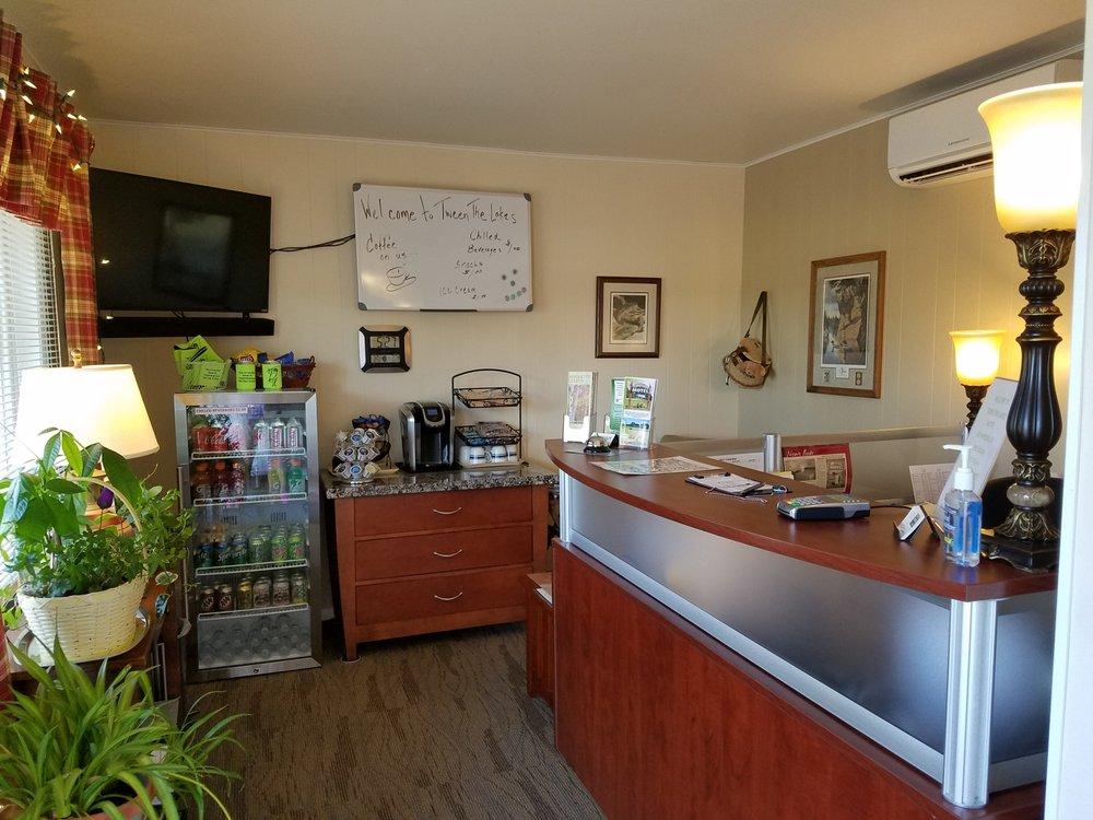 Tween The Lakes Motel: 510 Underwood Ave, Montello, WI