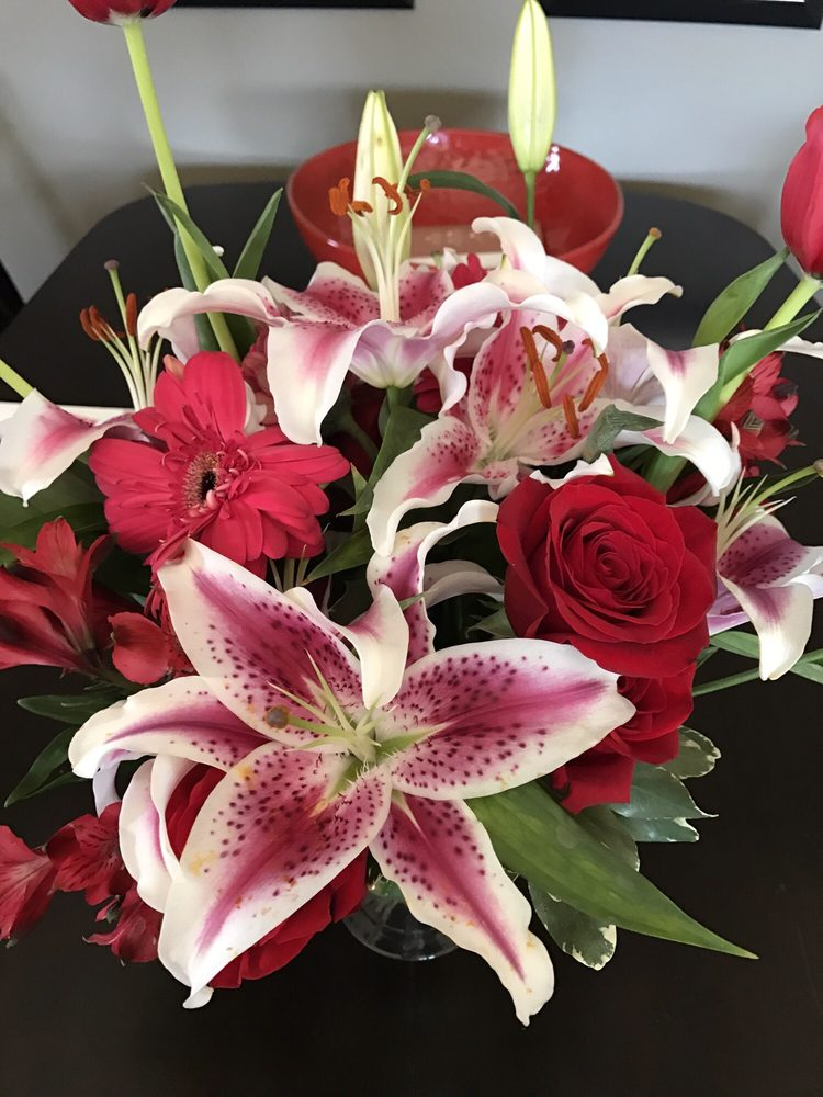 Floral Designs by Cindy: 300 S 3rd St, Greenville, IL