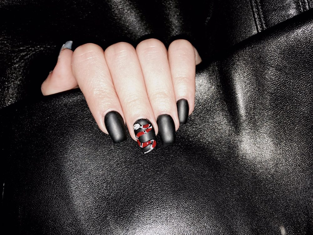 Gucci Snake Design By Hand On Matte Black Gel Acrylics By Amy Yelp