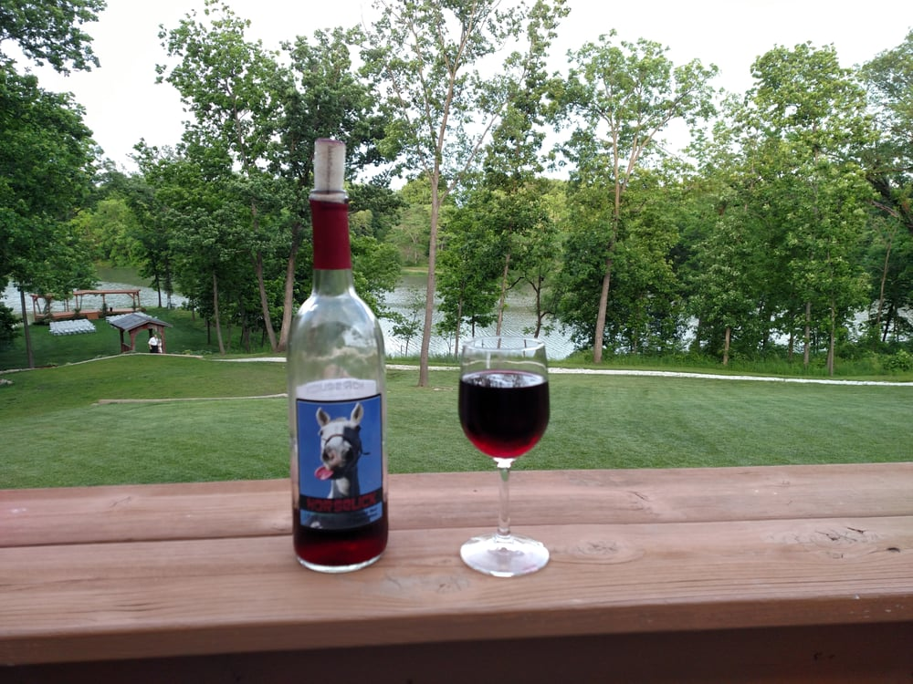 Lake Hill Winery & Banquet Hall: 1822 E Country Rd 1540, Carthage, IL