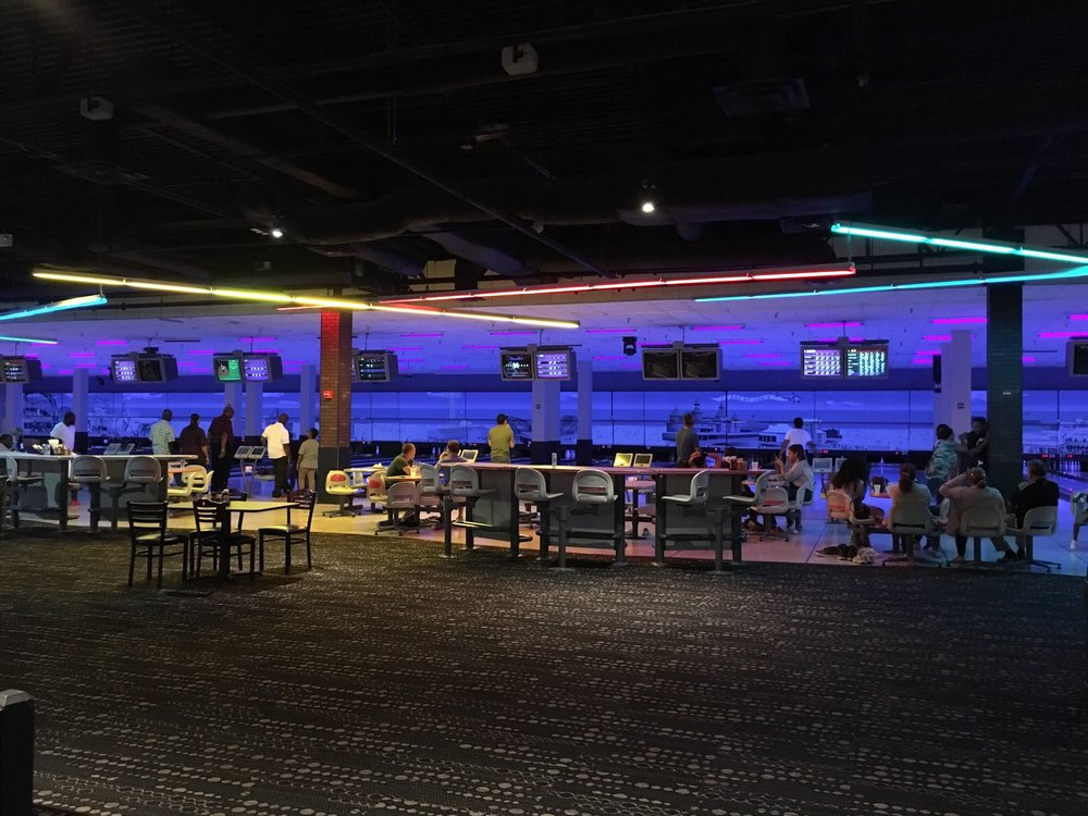 Boardwalk Bowl Entertainment Center: 10749 E Colonial Dr, Orlando, FL
