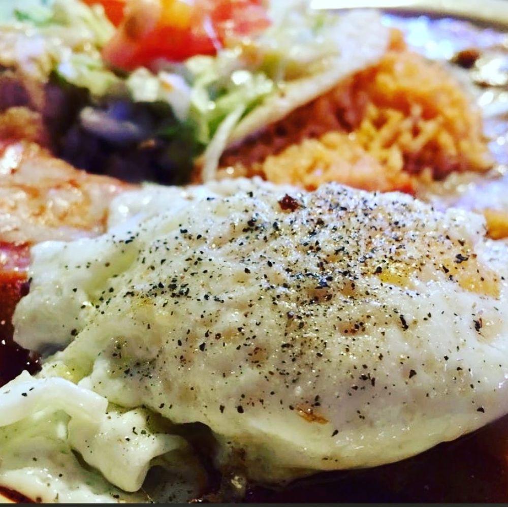 Chopes Bar & Cafe: 16145 S Hwy 28, La Mesa, NM