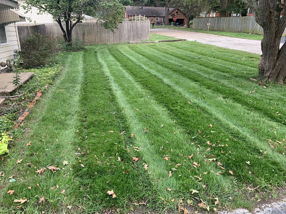 Aaron's Lawn Care: 106 McLaughlin St, Buckner, MO