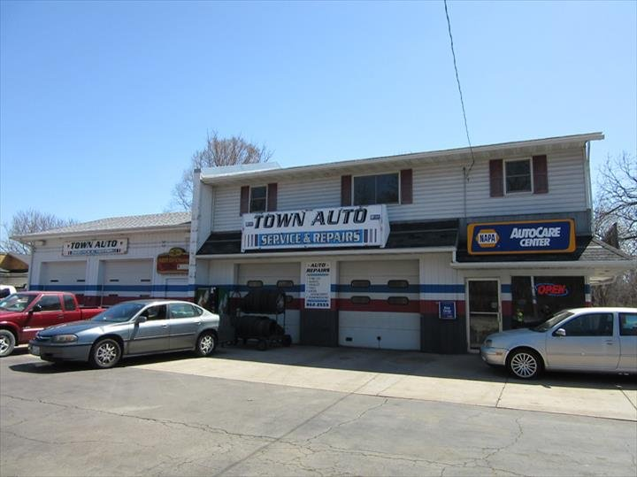 Town Auto: 26325 103rd St, Trevor, WI