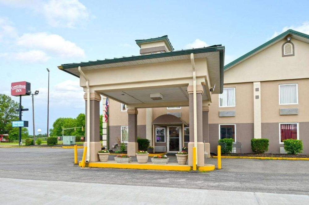 Country Hearth Inn - Benton: 711 W Main St, Benton, IL