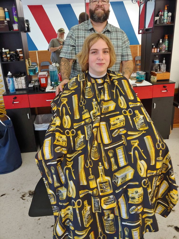 Martina's Barbershop: 12405 20th St NE, Lake Stevens, WA