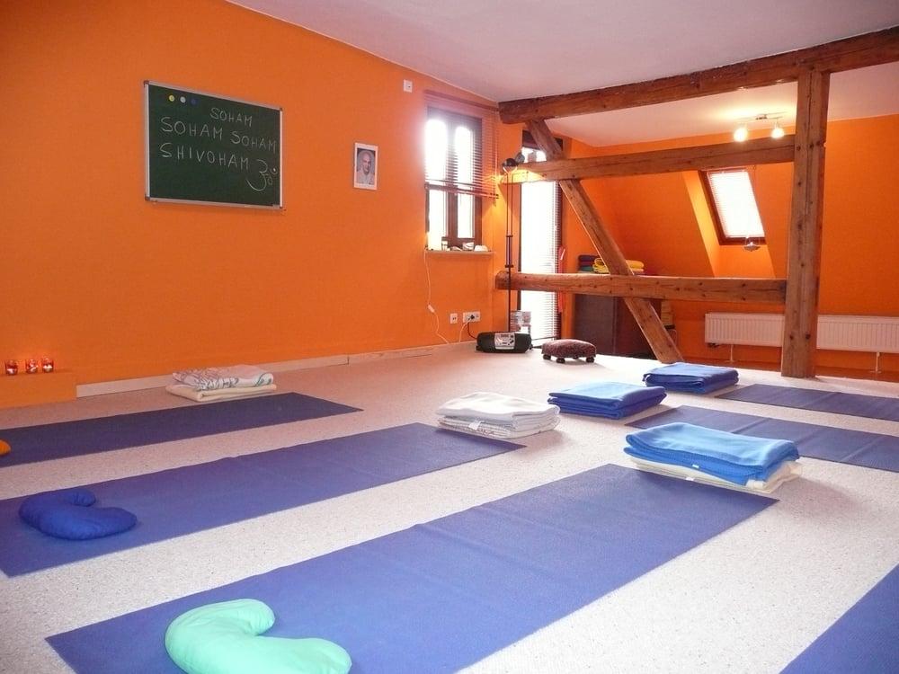 yogastudio hanna heinen yoga br hlesgasse 15 stuttgart baden w rttemberg telefonnummer. Black Bedroom Furniture Sets. Home Design Ideas