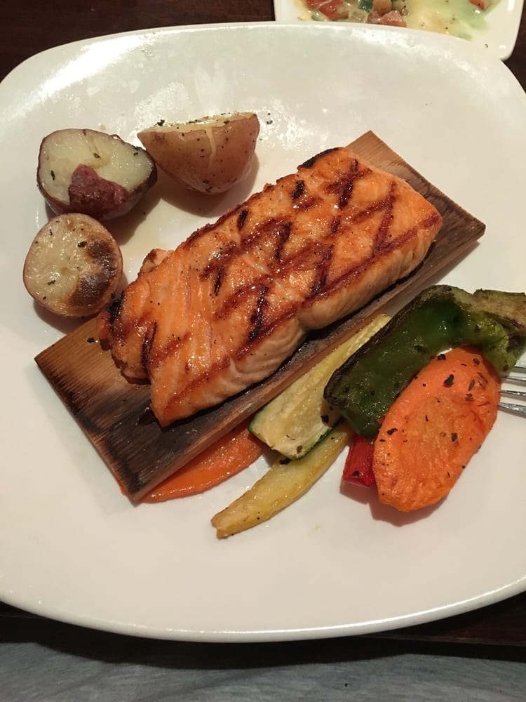 Cedar plank salmon amazing yelp for Big fish dearborn mi